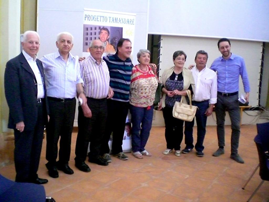 4 Assemblea Gisal il presidente assieme al gruppo Amici di Padre Enzo-min