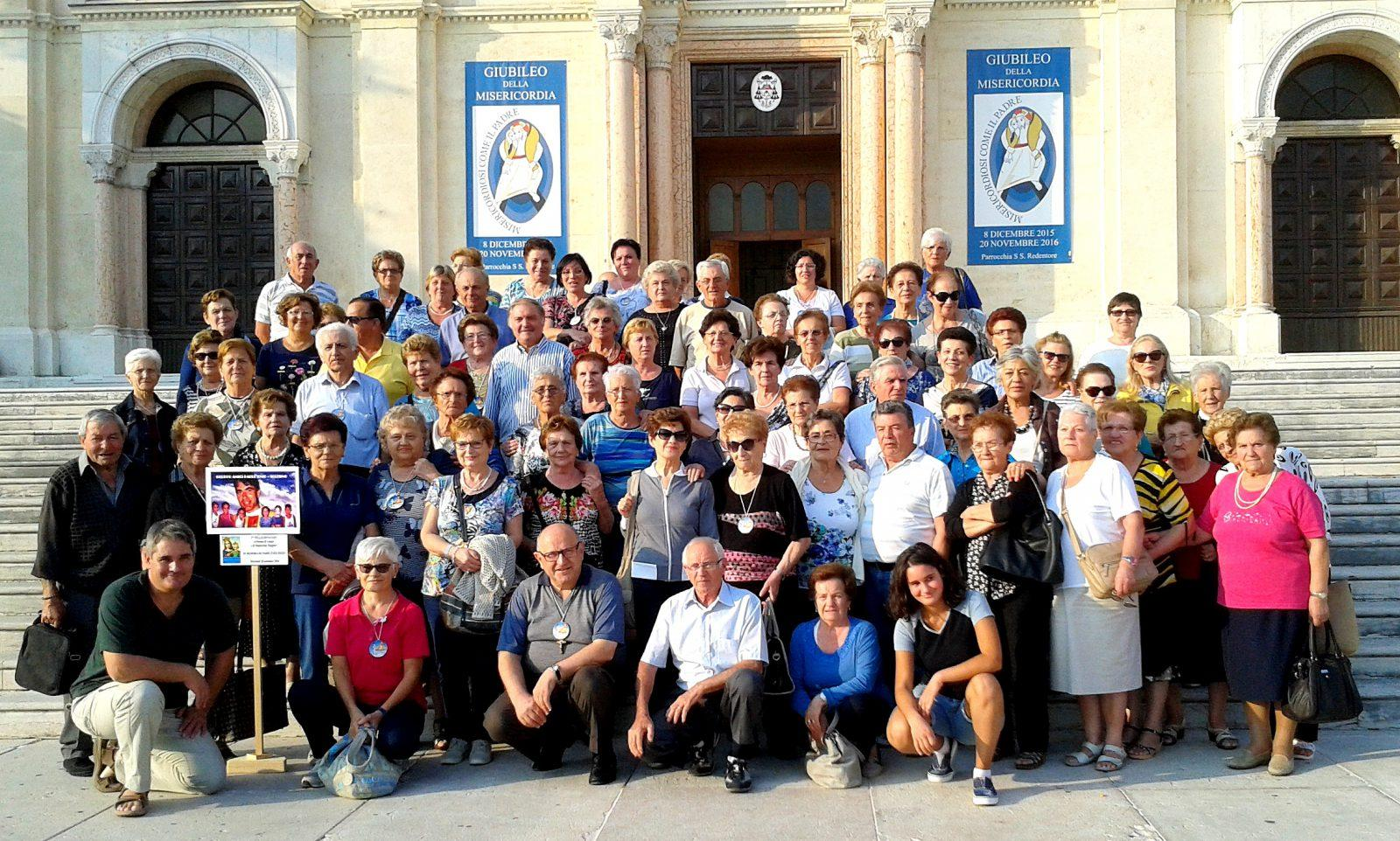 Foto di gruppo amici del pellegrinaggio