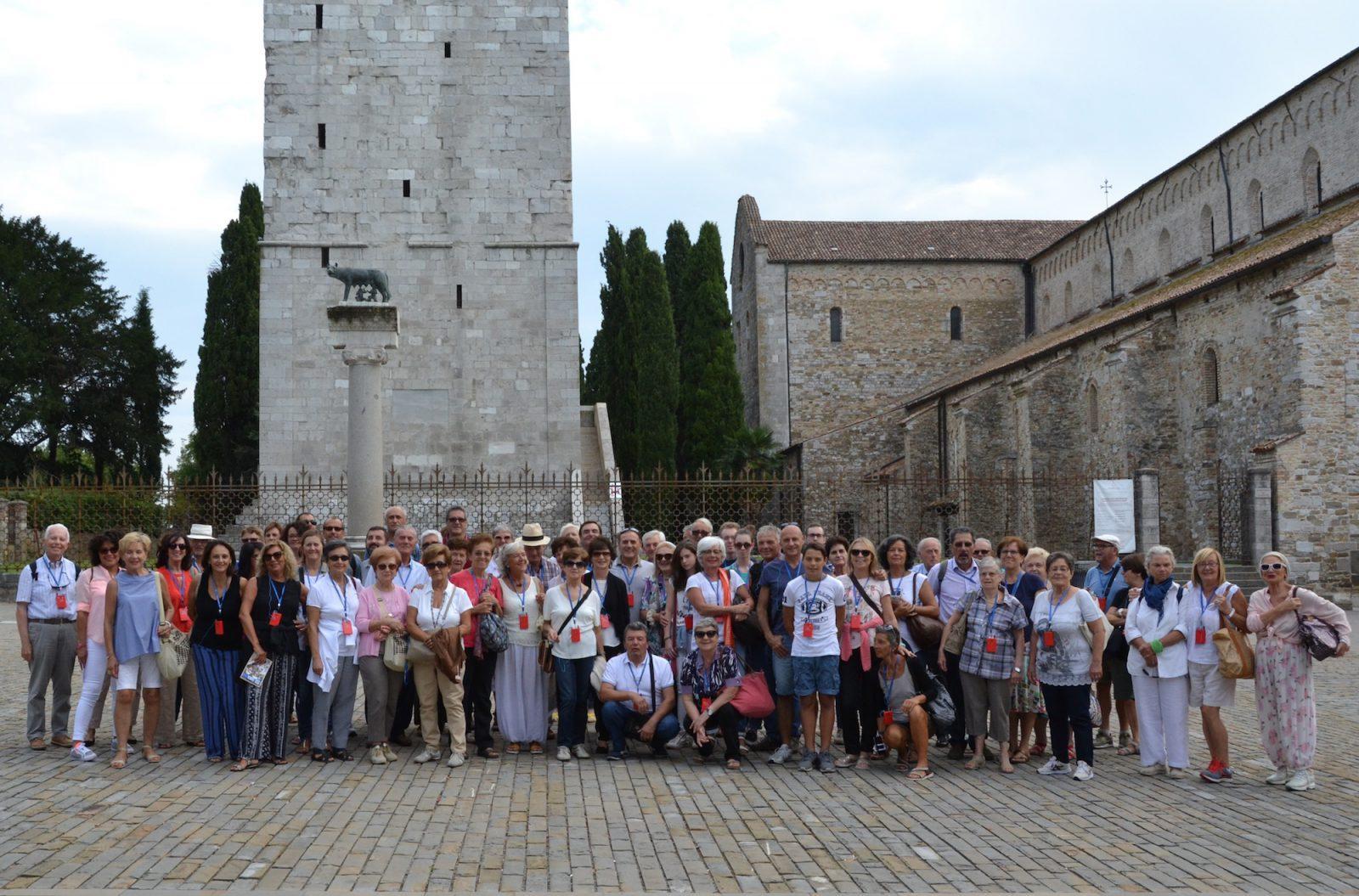 Foto di gruppo presso la basilica di Aquileia